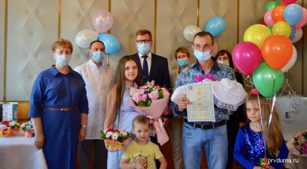 Галина Селькова приняла участие в торжественной выписке новорожденных из перинатального центра