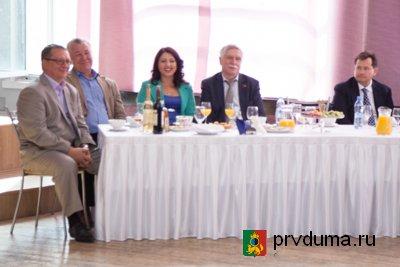 Депутаты поздравили с юбилеем предприятия ветеранов Новотрубного завода