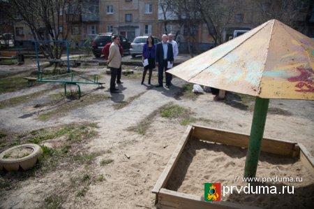 Депутаты осмотрели дворы, в благоустройство которых будет вложено 40 миллионов рублей