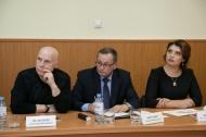 Депутаты, журналисты и эксперты обсудили проект бюджета