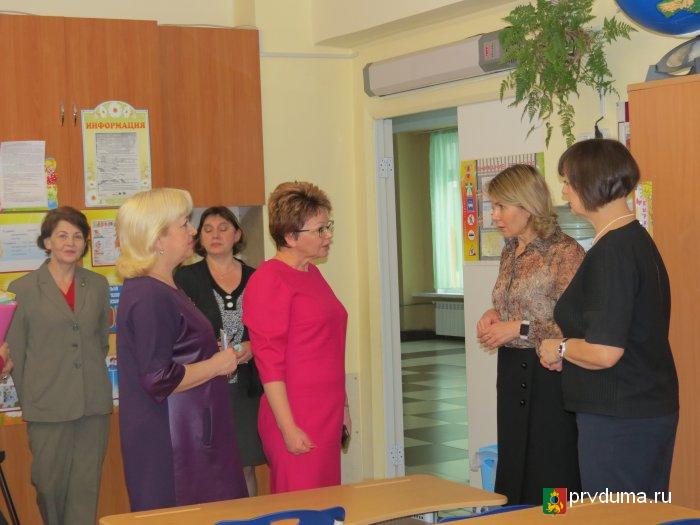 Масштабная ревизия: депутаты и молодогвардейцы проверили школы и аптеки