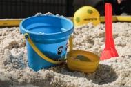 100 песочниц с чистым и безопасным песком