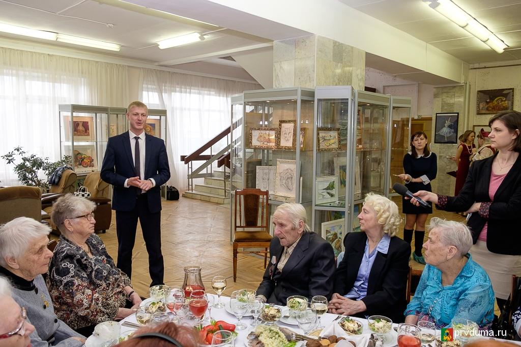 Депутаты-единороссы провели мероприятие для бывших узников концлагерей