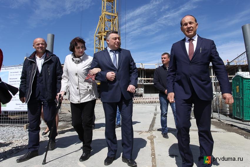 Министр строительства Михаил Волков: «Новый дом в Вересовке возводится строго по графику»