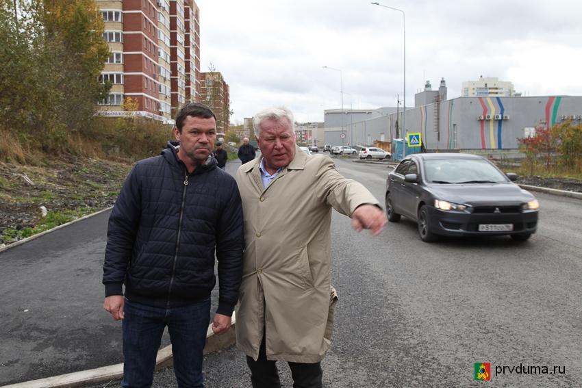 Эдуард Вольхин высказал претензии подрядчику за качество дорог