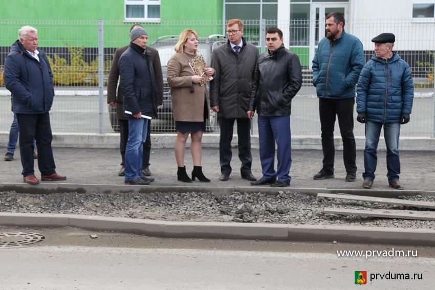 Депутаты проверили новые дороги - подрядчик будет переделывать свою работу