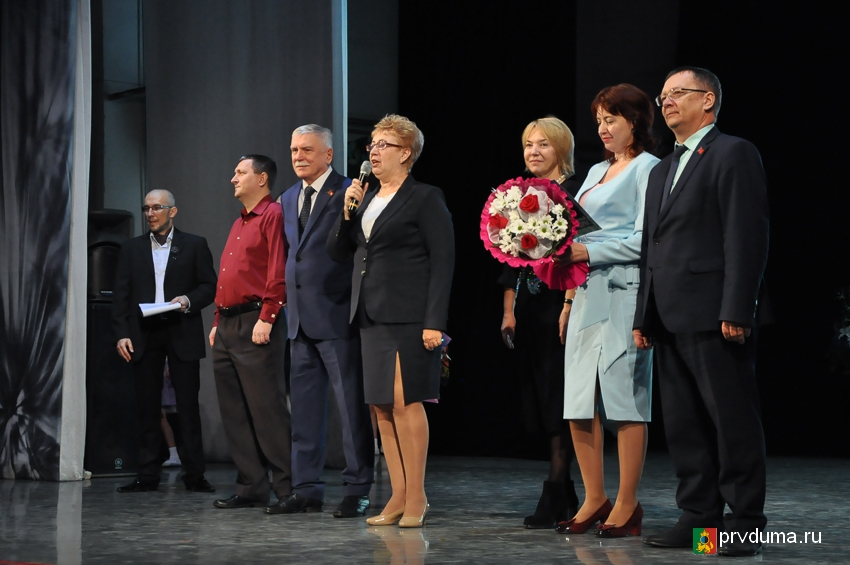 Депутаты поздравили педагогов с юбилеем школы №3