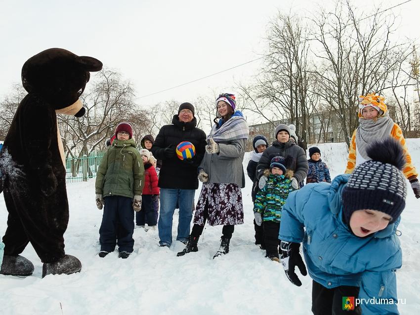 Владислав Изотов провел новогодний праздник двора