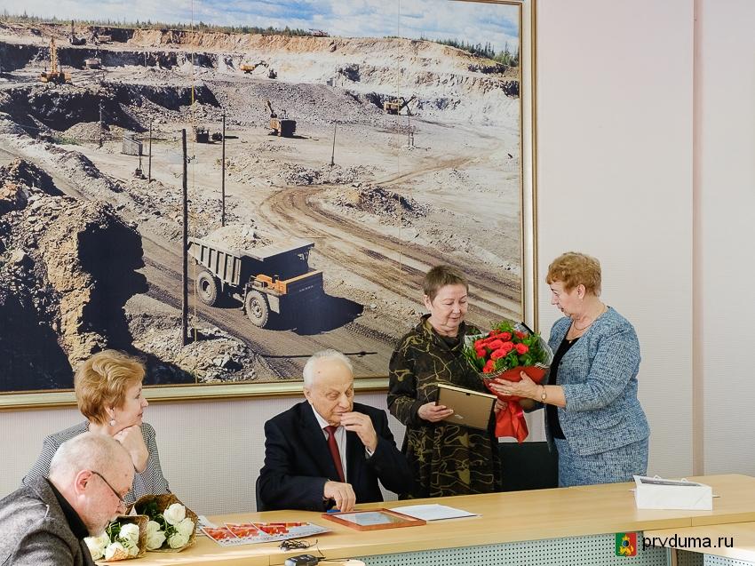 Депутаты поздравили коллектив газеты «Огнеупорщик» с 25-летним юбилеем издания
