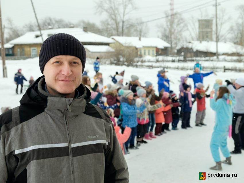 Станислав Ведерников организовал праздник для детей поселка Кузино